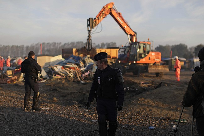 Refugee children 'sleeping rough' after Calais demolition