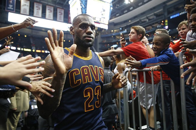 LeBron James forces insane jump ball at end of Game 4