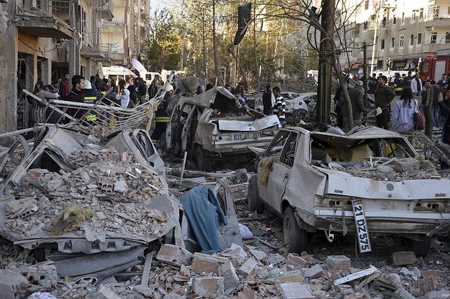 8 killed in car bombing in Turkey; legislators held