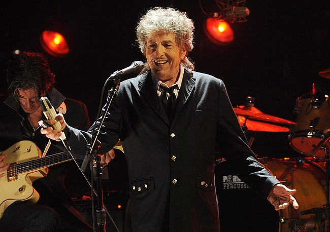 Bob Dylan now says will accept Nobel prize for literature