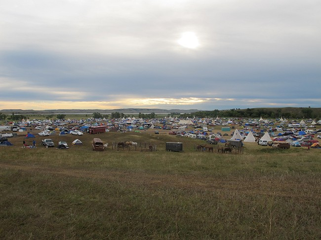 Federal government halts Dakota pipeline amid Sioux tribe's objection