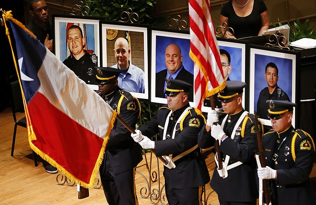 Over 1000 attend candlelight vigil for cops killed in Dallas