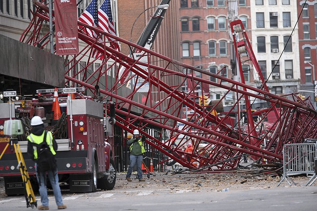 Crane that collapsed in New York City, killing 1, removed from street