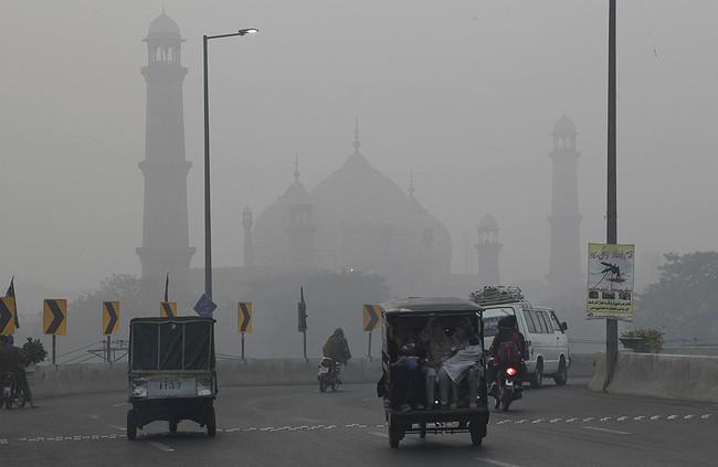 Heavy smog engulfs Punjab, claimed 17 lives