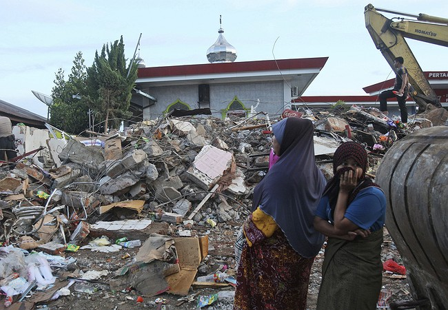 'Frantic' Search For Survivors After Earthquake In Indonesia Kills Nearly 100