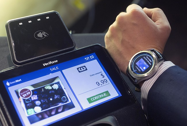 Samsung updates smartwatch with GPS, emergency feature