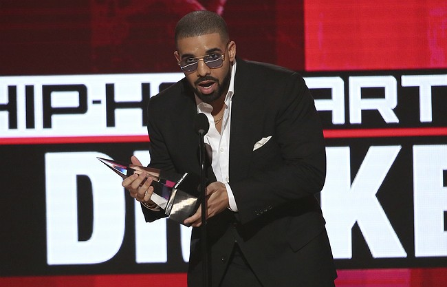 Drake, Justin Bieber rule American Music Awards
