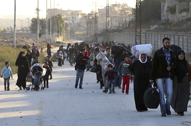 Mass Exodus From Aleppo's Rebel Stronghold As Regime Forces Close In