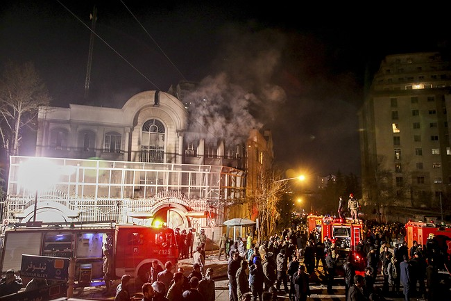 Shiite protesters clash with Bahrain police