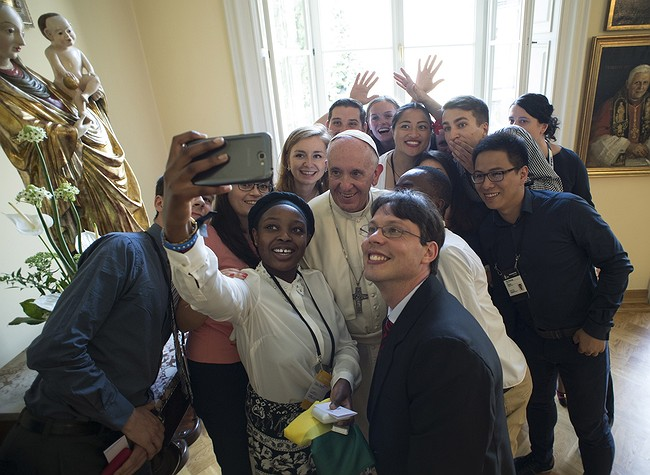 Pope Urges Faithful to 'Open Doors' to Their Hearts
