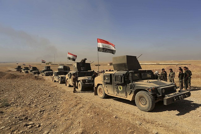 Iraqi forces advance near Mosul as IS attacks western town