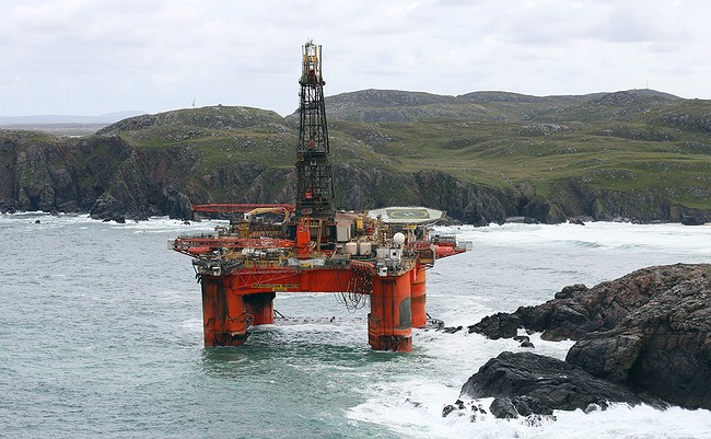 Rig grounds on Isle of Lewis
