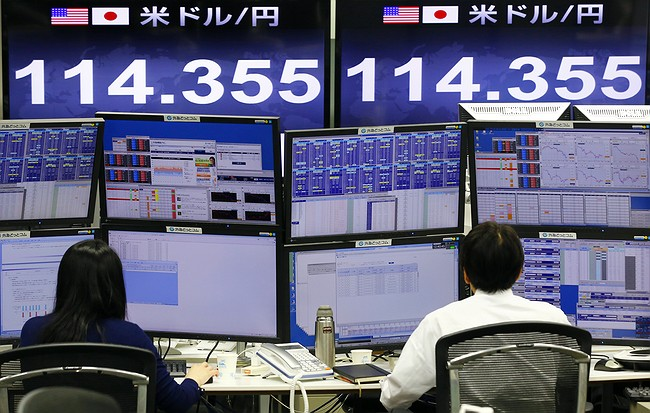 Japan stocks fall to lowest level since 2014