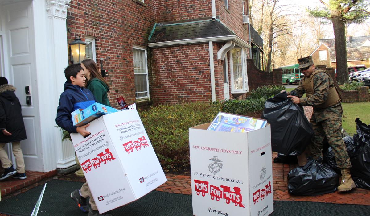 Hcds Students Help Marines Load Donated Toys Photo Credit Harbor Country Day School