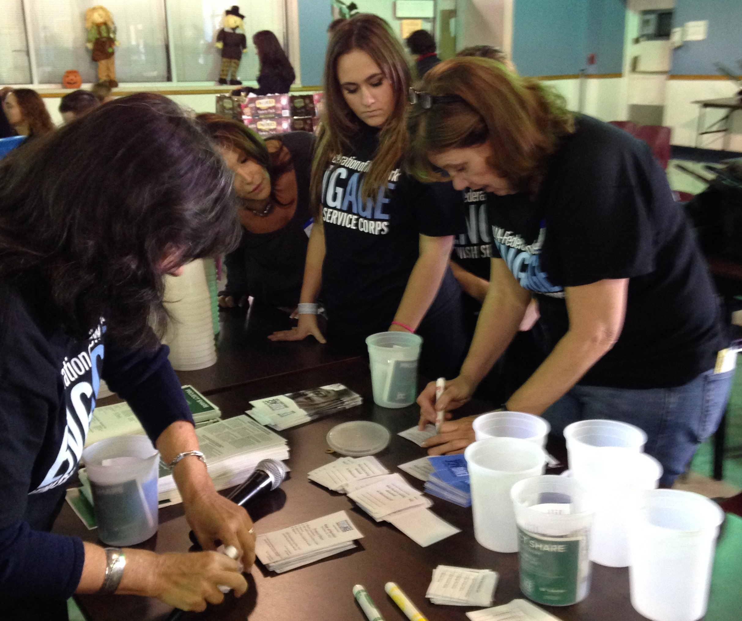 Volunteers from UJA Federation of New York s Engage Jewish Service