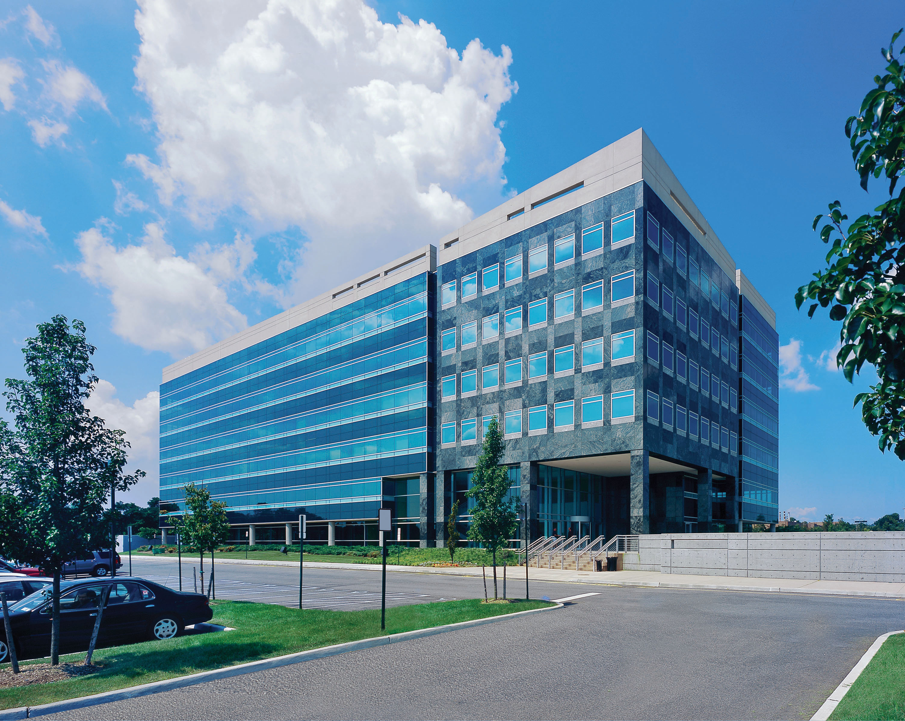Stewart title insurance company moves to 100 motor parkway for Hotels on motor parkway long island
