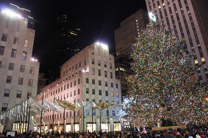 The 2016 rockefeller christmas tree lighting nyc 39 s spectacular holiday tradition returns