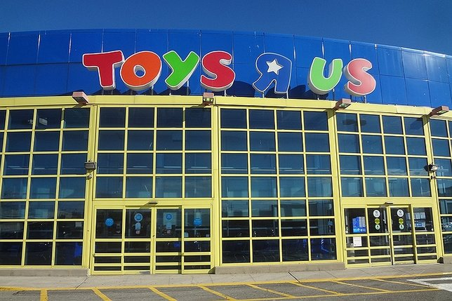 Shuttering Retailers Stores The Most : Iconic retailer toys r us shuttering over stores amid
