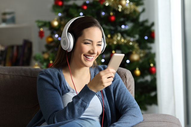 Boston Radio Stations Playing Christmas Music 2021 Guide To Holiday Music Stations On Radio Satellite And Streaming Services Longisland Com