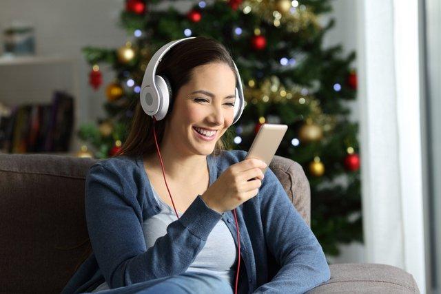 Holiday Music Stations on Radio