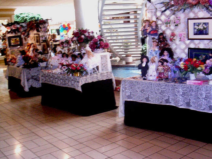 Broadway mall craft gift fair for Craft fairs long island