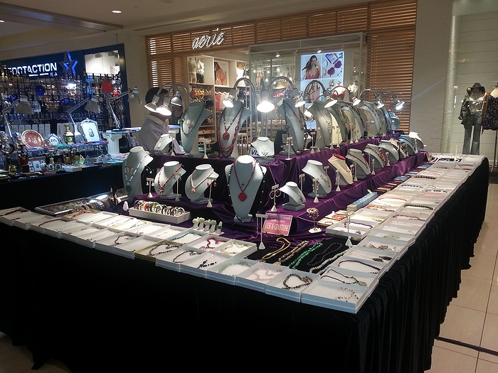 Broadway mall craft show august 2016 for Craft fairs long island