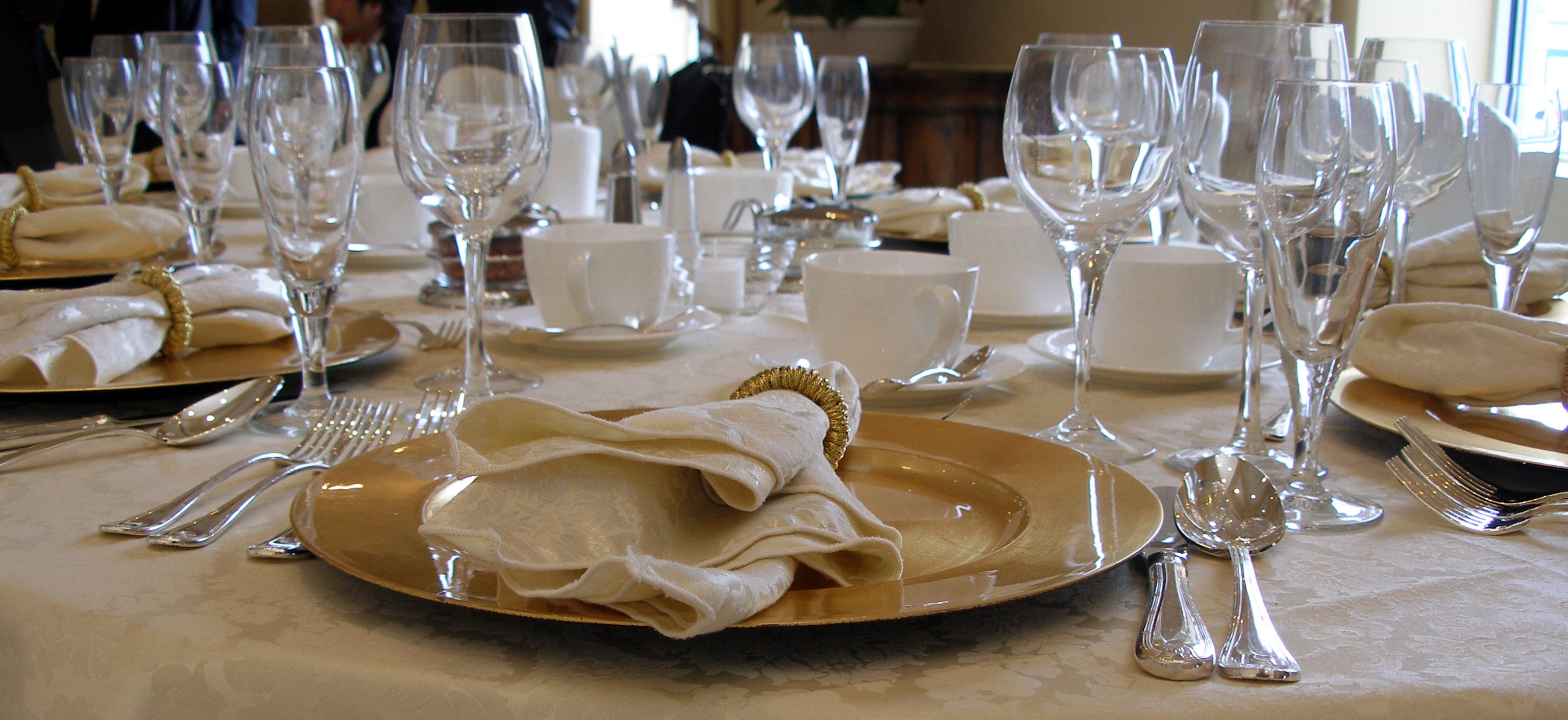 Modern restaurant table setting - Modern Restaurant Table Setting 49